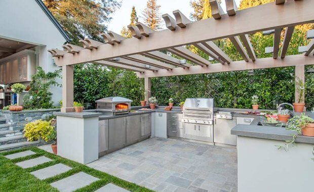 Outdoor Kitchens & Firepits